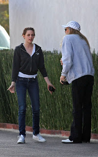 Kristen Stewart on Exlcusice Pictures   Wallpapers  Kristen Stewart Sushi Date With Dad