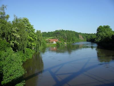 Řeka Berounka cestou na hrad Karlštejn