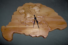 Egyedi faragott és pirogravírozott fa dísztárgyak és órák