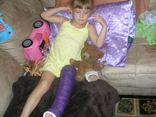 Her Full Leg Cast http://jngglennon.blogspot.com/2009/09/new-cast.html