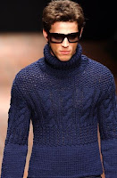 мужское вязание синяя водолазка