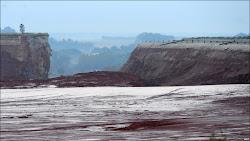 Hồ chứa bùn đỏ Hungary có sức chứa ít nhất 1 triệu mét khối