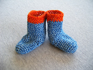 knitnscribble: Crochet and knit stay on baby booties free pattern