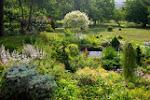 a za ní zahrada