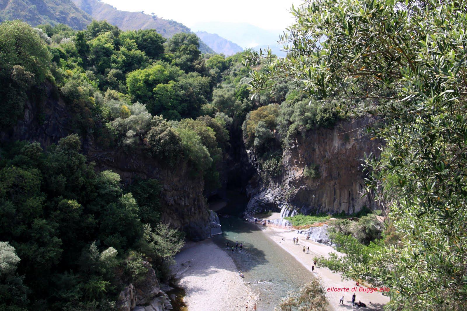 gole dell alcantara il percorso del fiume il fiume alcantara che nasce ...