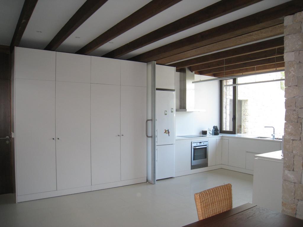 Way arquitectos juanvi pascual mapi oltra especial cocinas - Cocinas sin muebles altos ...