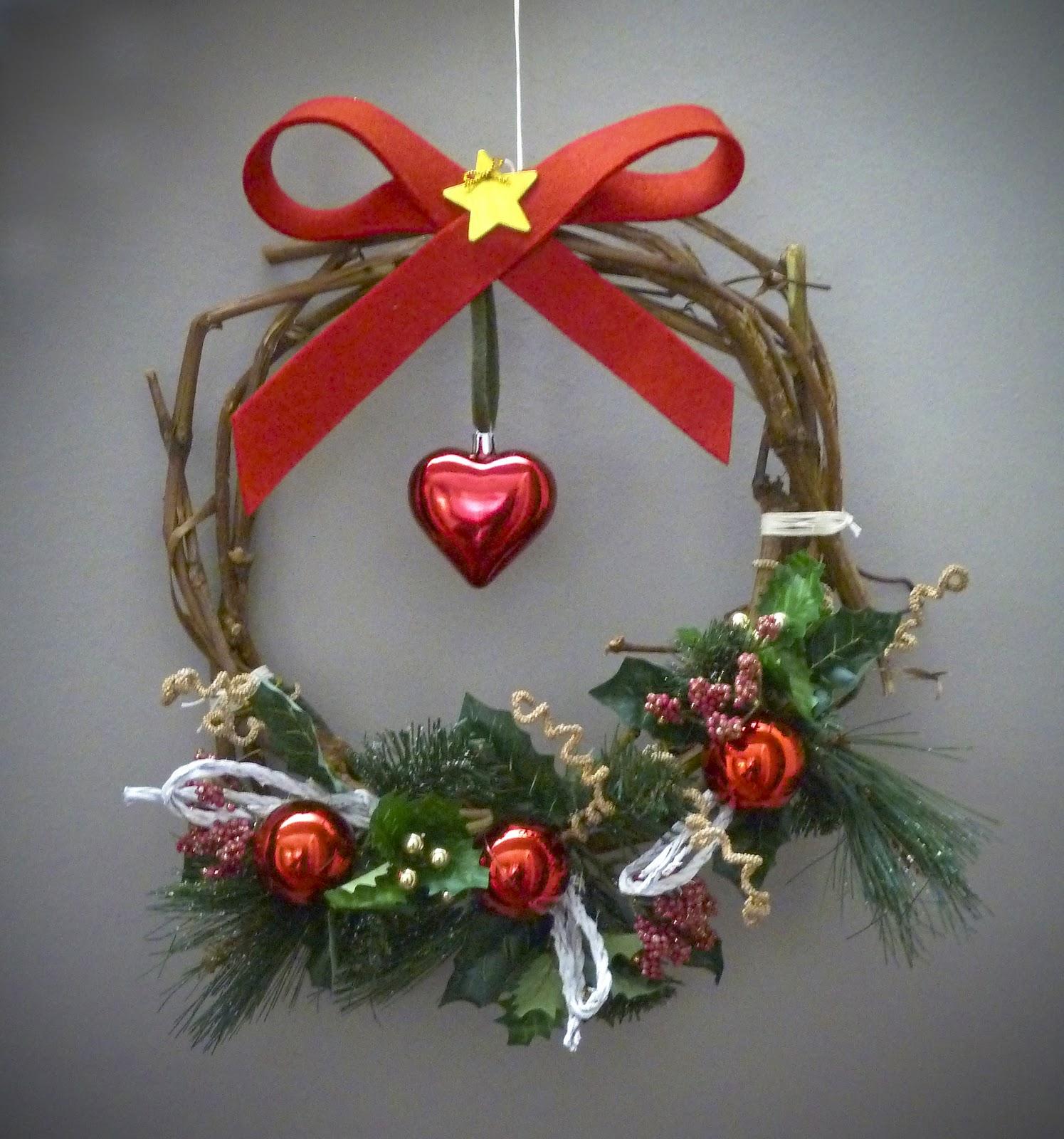 Punto fatto a mano ghirlanda natalizia - Ghirlanda porta natale ...