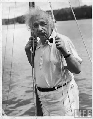 http://4.bp.blogspot.com/_ax5ZIdFoW1U/SXHB74qFO7I/AAAAAAAAI1E/5tTxFQzay7s/s400/Albert+Einstein-rare-pics33.jpg