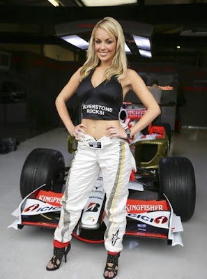 Race Car Girls - 17Pics | Curious, Funny Photos / Pictures