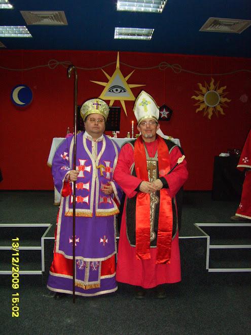 Tau Rafael (stânga) alături de Tau Sendivogius (dreapta) la Liturghia din data de 13 Decembrie