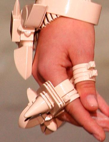 [Givenchy+ring1]