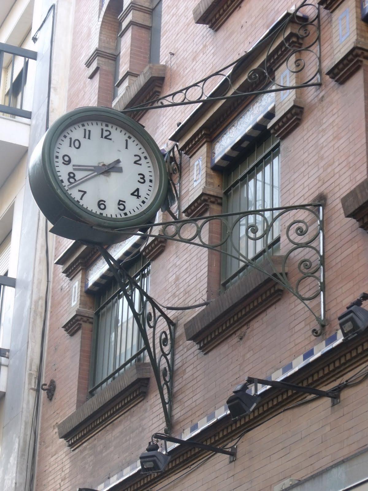 El reloj de la casa sin balcones sevillanadas sevilla - Relojes para casa ...
