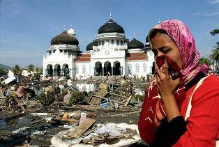 http://4.bp.blogspot.com/_azSJKmOYRko/TNOa-aU4WKI/AAAAAAAAADY/t76Ina1mNDc/s1600/Tsunami+Aceh,+Tsunami+Paling+Besar+di+Dunia.jpg