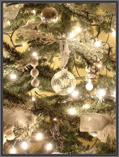 Christmas tree room decoratinghome designs for Christmas tree lights decorating ideas