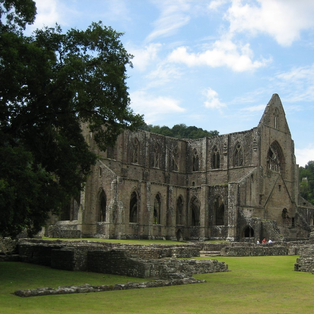 analysis of lines composed a few miles above tintern abbey Lines composed a few miles above tintern abbey, on revisiting the banks of the wye during a tour july 13, 1798 william wordsworth victorian web home — some pre-victorian authors — british romanticism — william wordsworth.