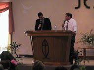 Juan junto al pastor Guillermo