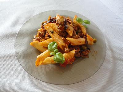 Makaron z sosem mięsno-warzywnym