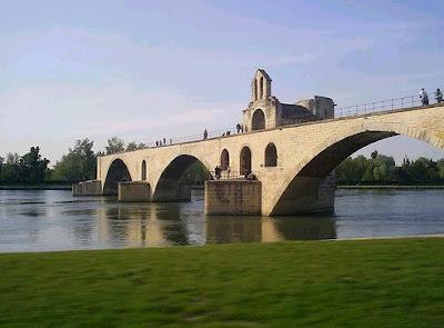 letra de la cancion sur le pont d avignon: