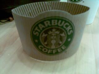 星巴克-杯領的貼心設計
