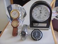 afbeelding van een aantal klokken