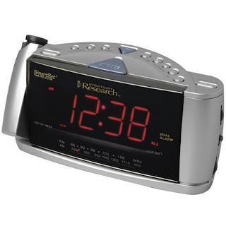 Reloj proyecta la hora en el techo $40