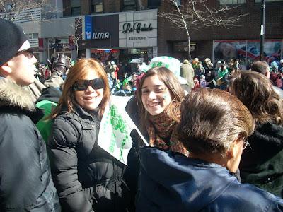 Moni y Belén en el desfile