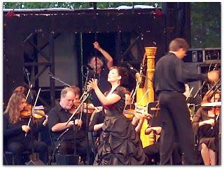 La orquestra excelente y la soprano una maravilla
