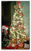Los regalos al pie del árbol de navidad