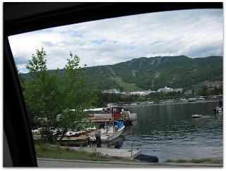 Mont Tremblant con las pistas de ski marcadas en la montaña de fondo.