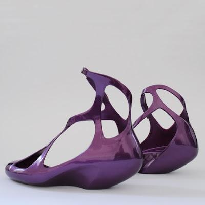http://4.bp.blogspot.com/_b9H6qBi8h_k/SUDszT3wEeI/AAAAAAAAAGI/yuWvt9XZC5U/s400/zha_melissa-shoes_b_sq.jpg