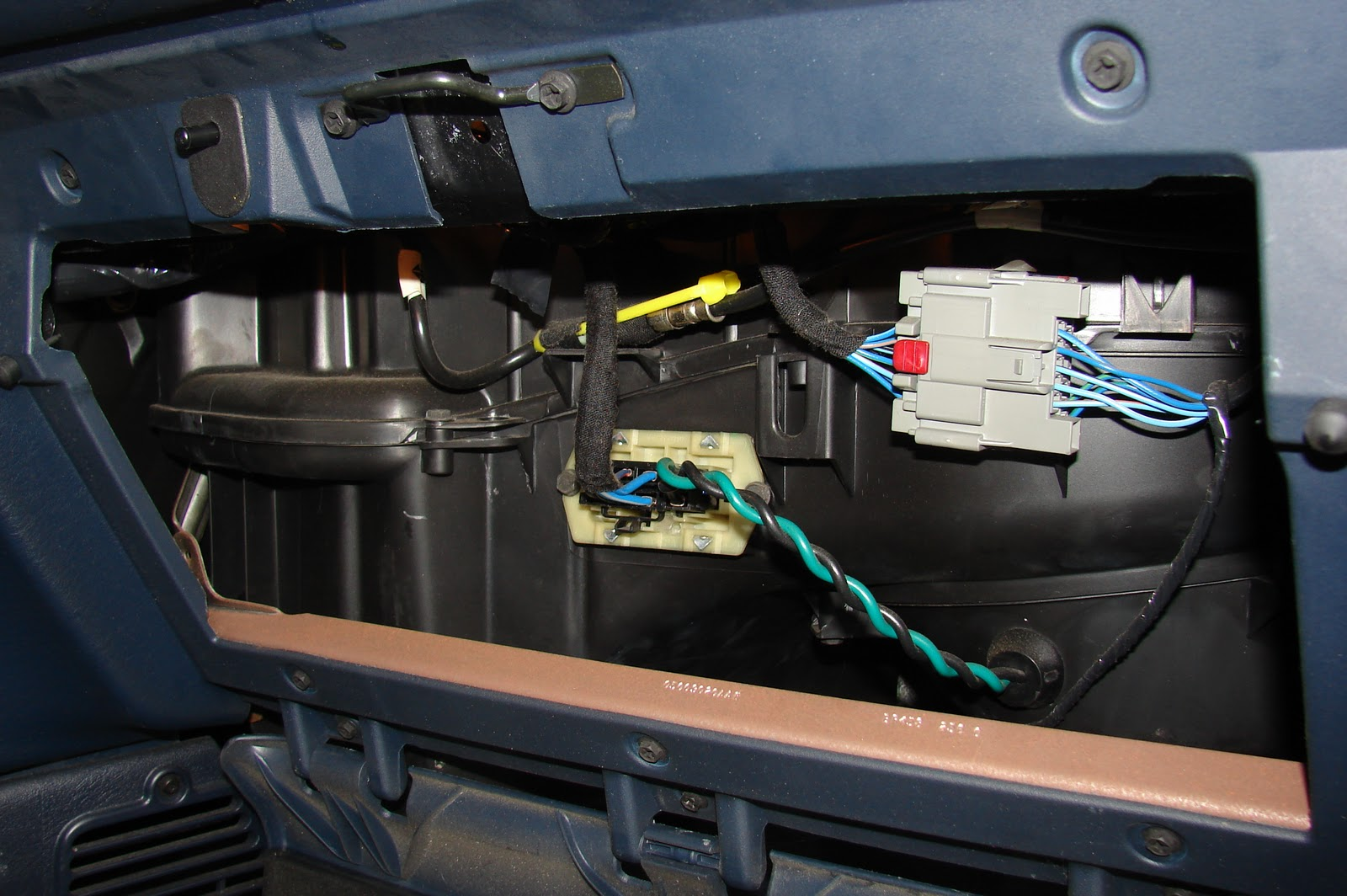 My Commentary And Technical Help Dodge Caravan Fan Only Works On High Ford Think Fuse Box Location