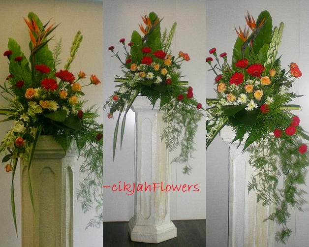 Grand Flower Arrangements http://cikjahonlineflowers.blogspot.com/2010/10/pedestal-flower-arrangement-for.html