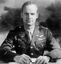 Il colonnello James B. Knapp, comandante del 451° dal settembre 1944 al gennaio 1945.
