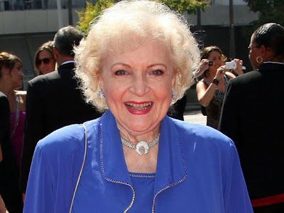 betty white pin up pictures. Betty White Pin Up Photos 2011 Calendar   USA Hang OUT