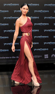 Megan Fox showing leg in Berlin premiere