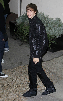Justin Bieber out at Fountain Studios Photos