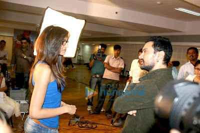 Deepika meets Aamir Khan at Dhobi Ghat Promotions Pics