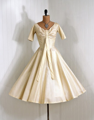Digs Frocks and Books: A bride in 2010