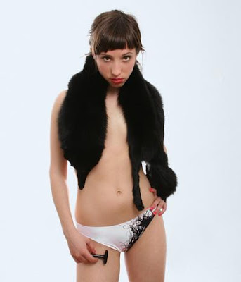 shaved pubic area pictures. Women shaving their pubic hair