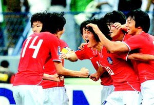 Park Chu-young celebrates his late goal