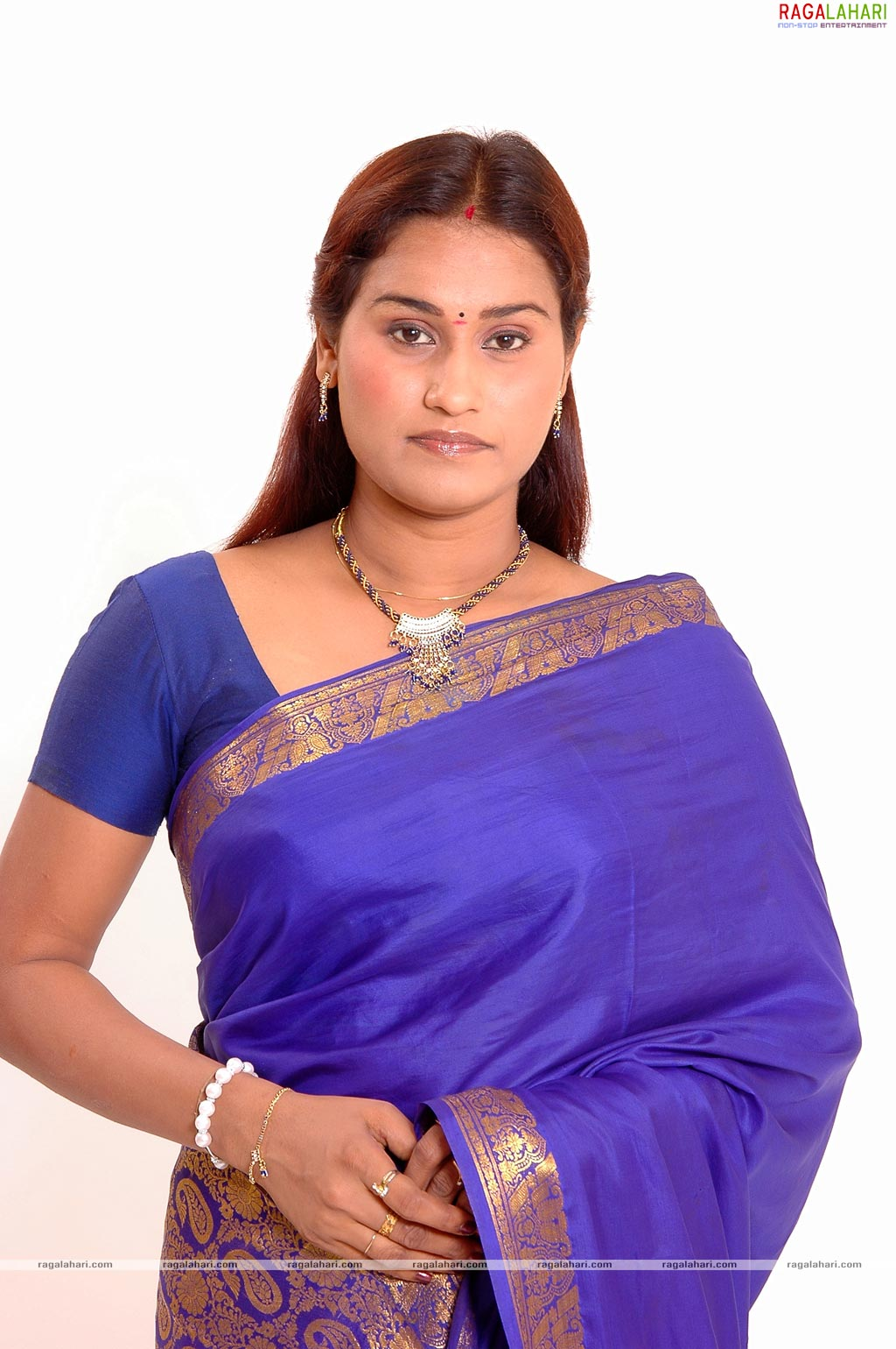 Actress Kushboo Blue Film http://www.kootation.com/actress-pics