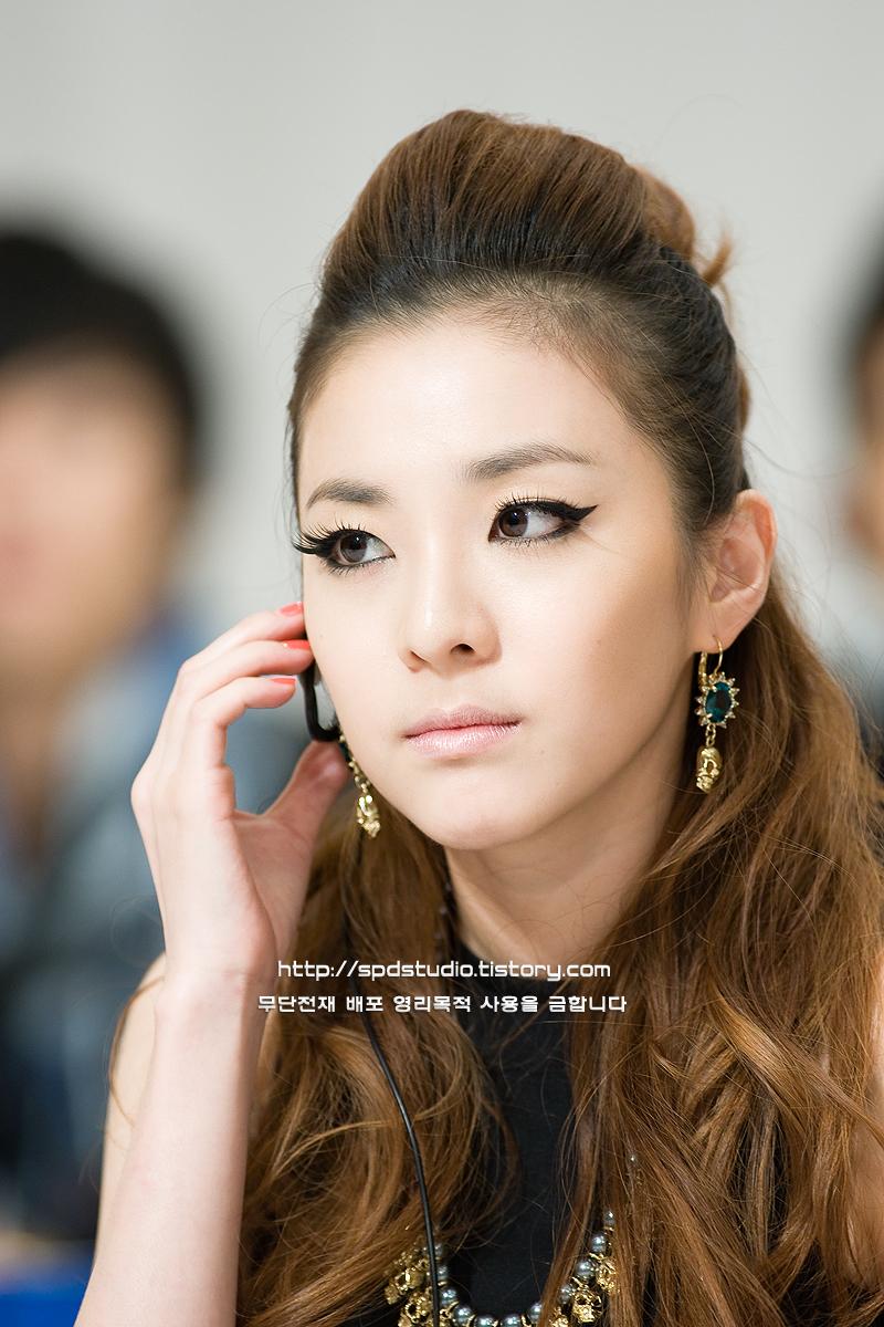 موضوع كامل وشامل عن ستايل الفرقة الكورية - 2ne1 -,أنيدرا