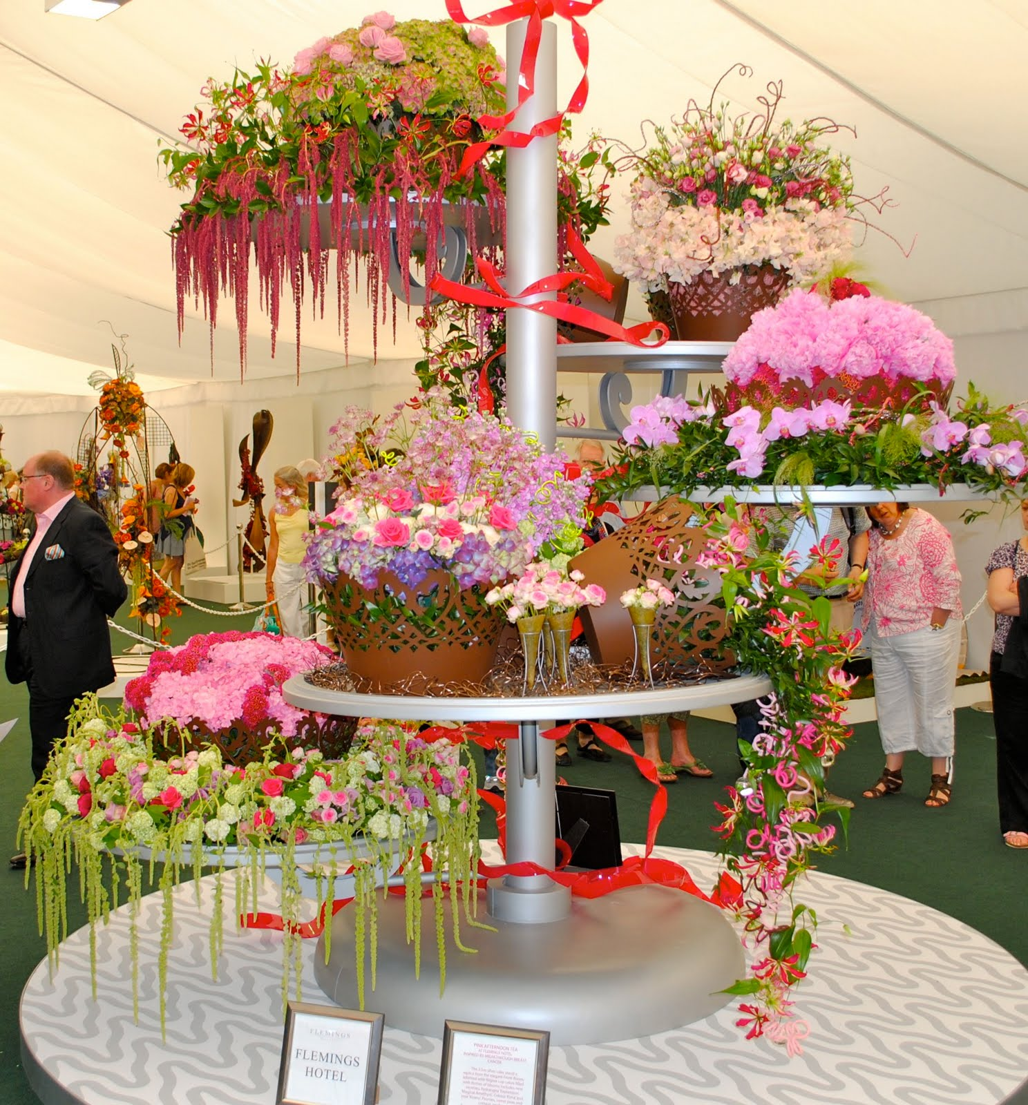 The 21st century housewife an afternoon tea extravaganza for Flower arrangements for parties