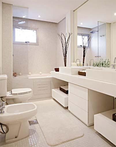 Ver, viver e sonhar PASTILHAS DE VIDRO -> Banheiro Pequeno Com Banheira E Chuveiro Juntos