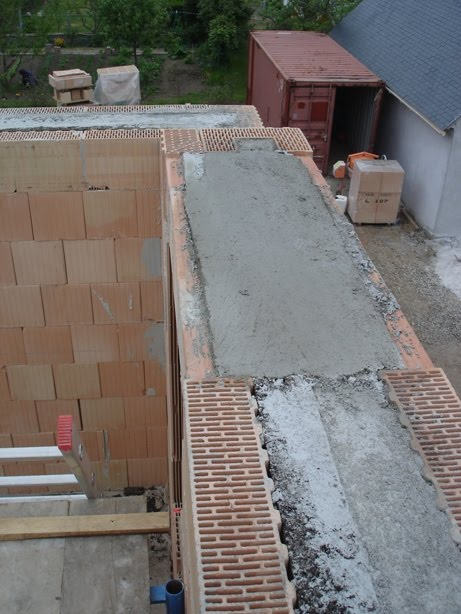 Notre maison bioclimatique type passif concarneau s19 mercredi fini la ma onne on fait le - Comment faire un toit plat en beton ...