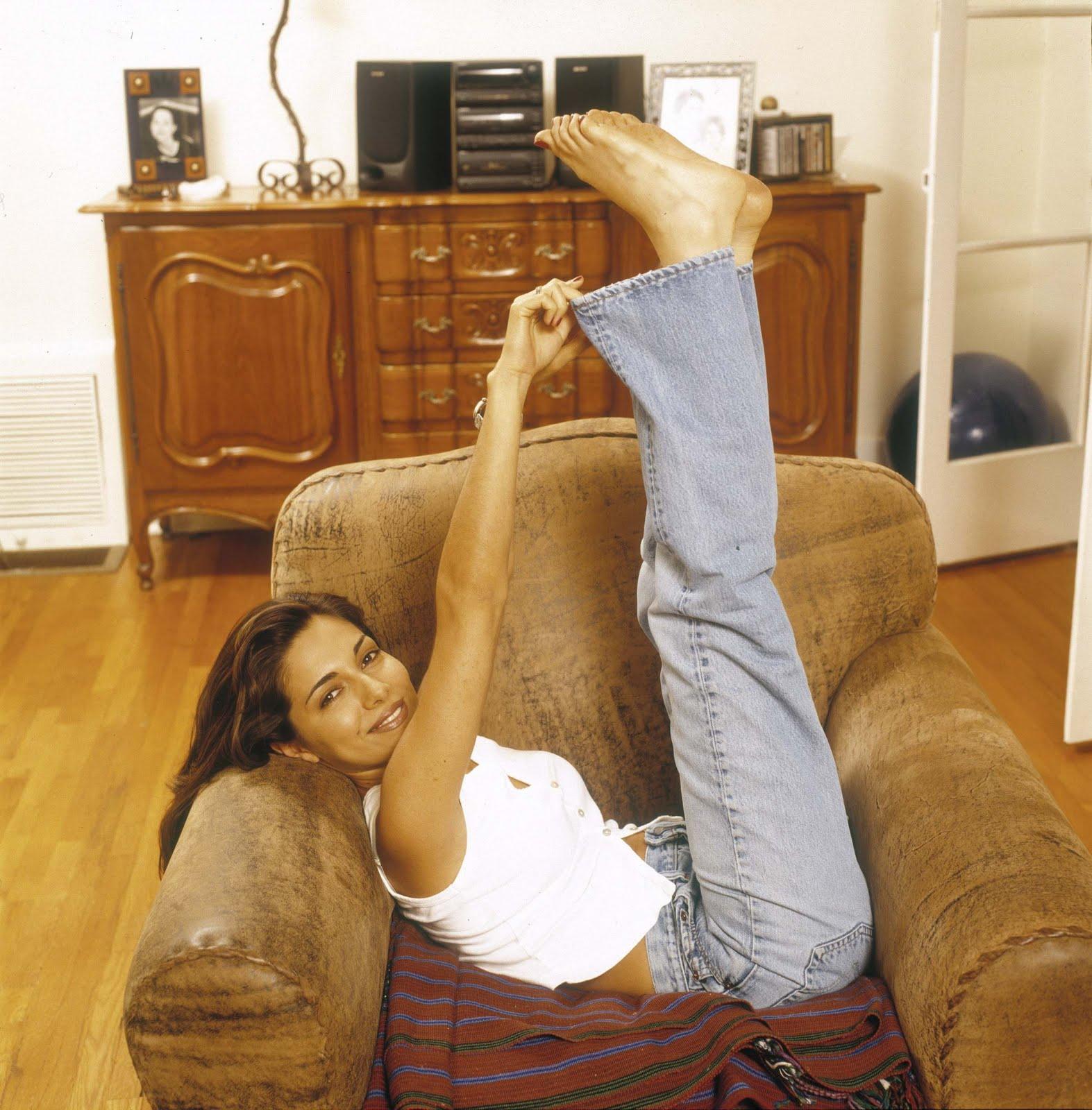 http://4.bp.blogspot.com/_bQ0SqifjNcg/S-OHGjuEl3I/AAAAAAAAUEM/EXhNjYLhzVk/s1600/vanessa-marcil-feet-4.jpg