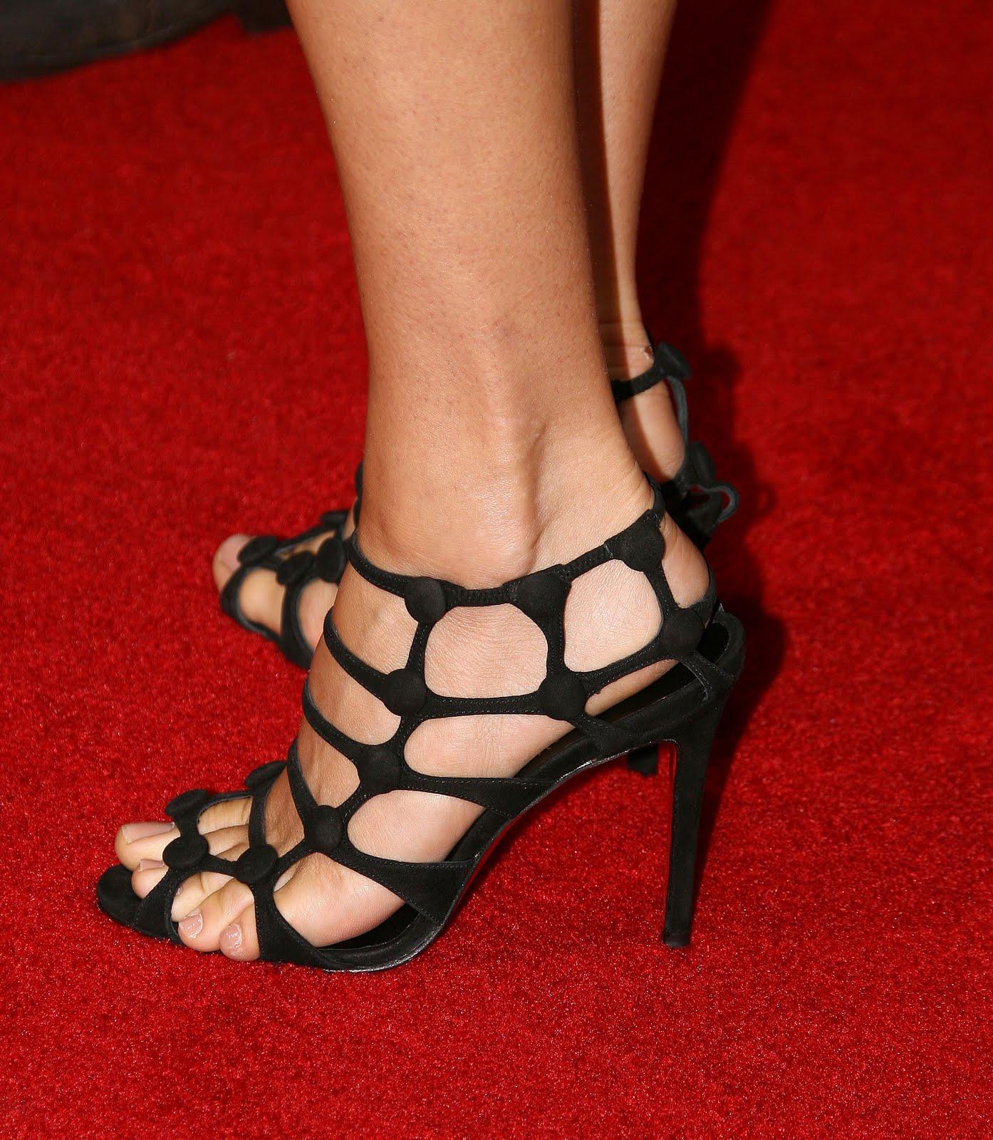http://4.bp.blogspot.com/_bQ0SqifjNcg/S-OO50cXWrI/AAAAAAAAUGE/AhB9SBi1lCY/s1600/jenny-mccarthy-feet-4.jpg