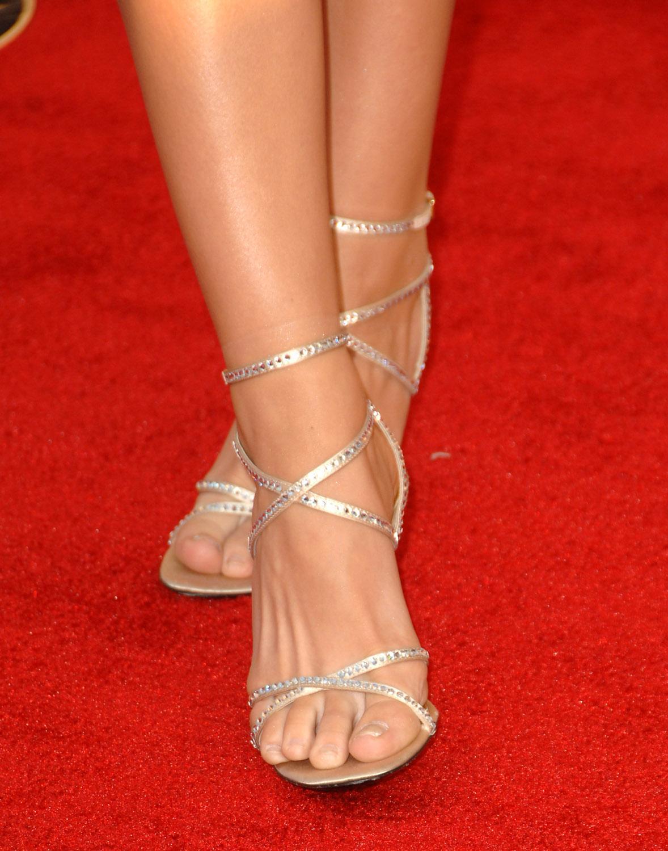 http://4.bp.blogspot.com/_bQ0SqifjNcg/S-TlTwRuQSI/AAAAAAAAUKc/BzWMkI8ip-4/s1600/katharine-mcphee-feet-3.jpg