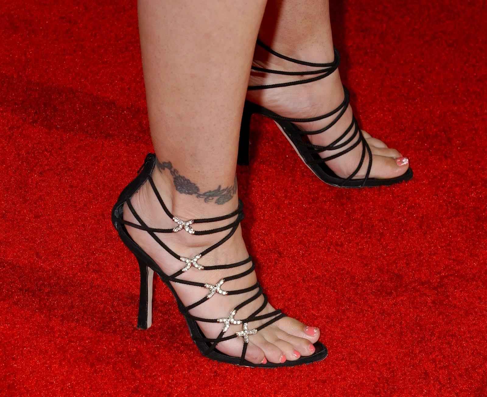Alyssa Milano Shoe Size