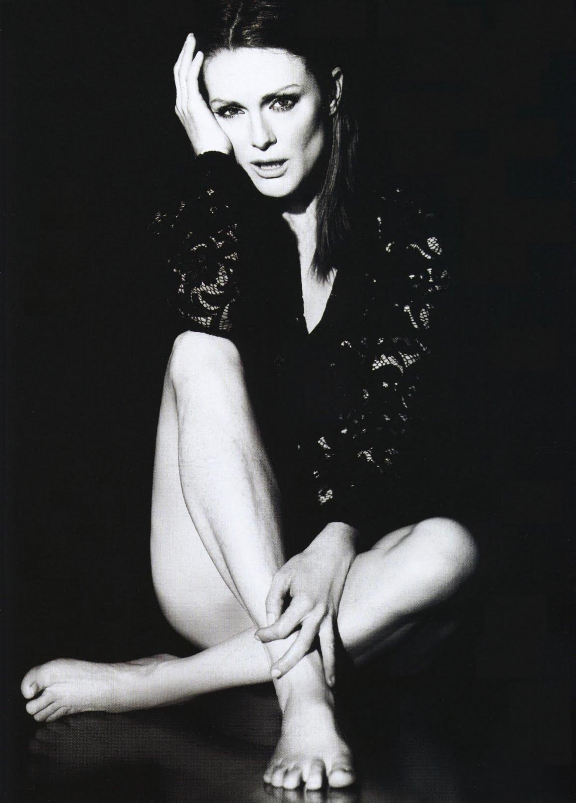 http://4.bp.blogspot.com/_bQ0SqifjNcg/S-uCrL9qImI/AAAAAAAAUh0/7mBY7DXsdCM/s1600/julianne-moore-feet-5.jpg